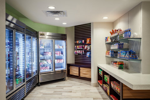 Holiday Inn AUSTIN-TOWN LAKE - Pick up a snack or sundries at the hotel market
