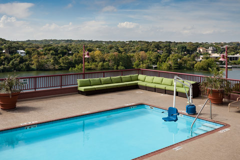 Holiday Inn AUSTIN-TOWN LAKE - Take in some sun on our 6th floor pool deck