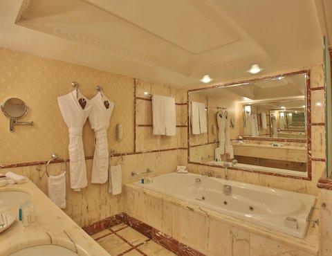 ريجنسي بالاس عمان - Bathroom at Regency Palace Hotel Amman