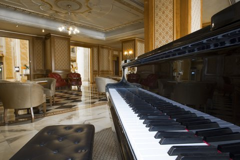 ريجنسي بالاس عمان - Le Piano  Lobby  at Regency Palace Amman