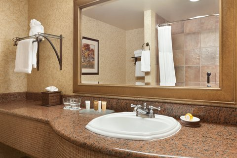 Chateau on the Lake Resort and Spa - Guest Bathroom