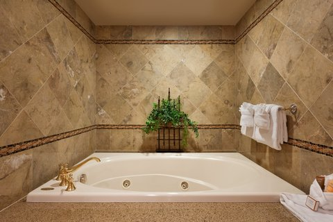 Chateau on the Lake Resort and Spa - Presidential Suite - Guest Bathroom