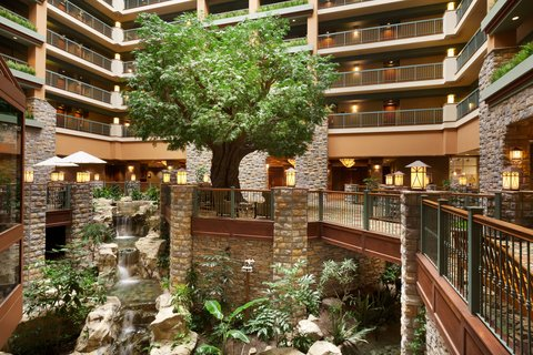 Chateau on the Lake Resort and Spa - Hotel Lobby   Atrium