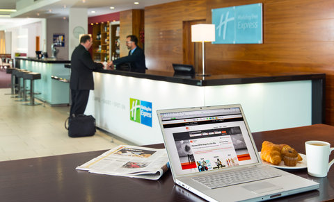 Holiday Inn Express HAMILTON - Our friendly team will welcome you to the hotel round the clock