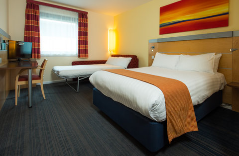 Holiday Inn Express HAMILTON - Our family rooms can sleep up to 2 adults and 2 children under 12