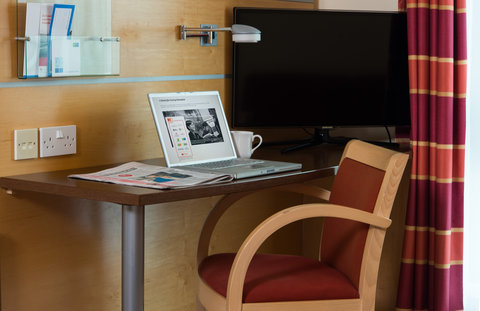 Holiday Inn Express HAMILTON - Each room features a work desk  lamp and free Wi-Fi