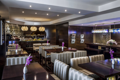 فندق كراون بلازا ديرة دبي - Access to the Club Lounge
