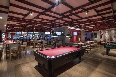 فندق كراون بلازا ديرة دبي - Harry s Bar