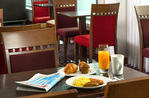 Holiday Inn Express HAMILTON - Tuck in to a tasty selection of Express Start breakfast items