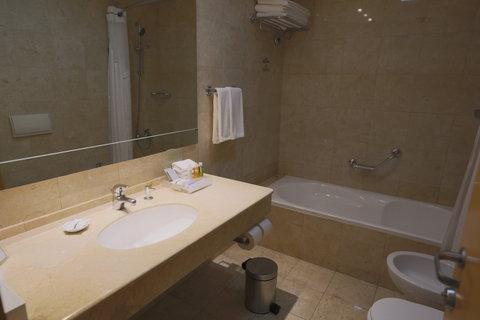 هوليداي إن ديونز - Guest Bathroom - Deluxe Room