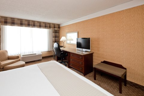 Holiday Inn Cleveland-Mayfield Hotel - Guest Room