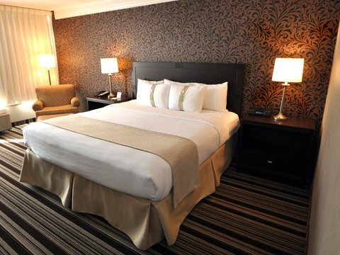 Holiday Inn Cleveland-Mayfield Hotel - Suite
