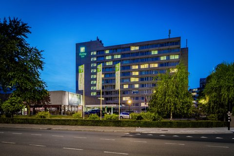 Holiday Inn EINDHOVEN - Our city center hotel by night