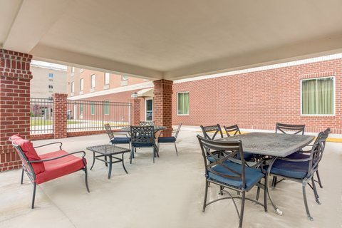 Holiday Inn Express & Suites GALLIANO - Guest Patio Holiday Inn Express and Suites Cutoff Louisiana
