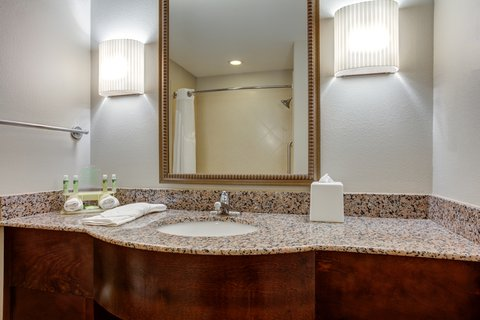Holiday Inn Express & Suites GALLIANO - Standard Guest Bathroom Holiday Inn Express and Suites Cutoff La