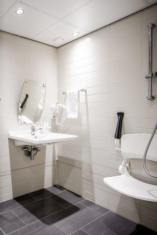 Holiday Inn EINDHOVEN - Wheelchair accesible bathroom