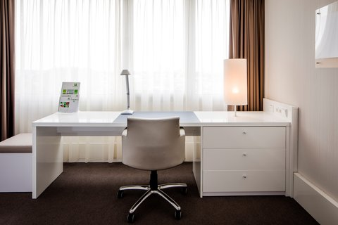 Holiday Inn EINDHOVEN - Presidential suite - Bright workspace