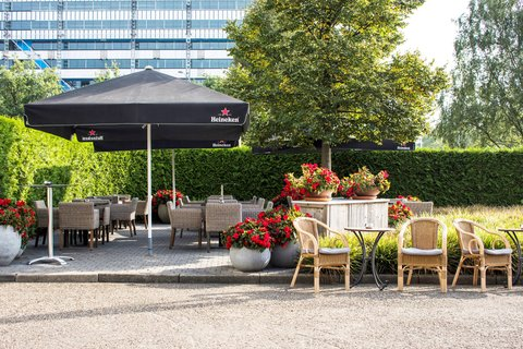 Holiday Inn EINDHOVEN - Enjoy the sun on our guest patio