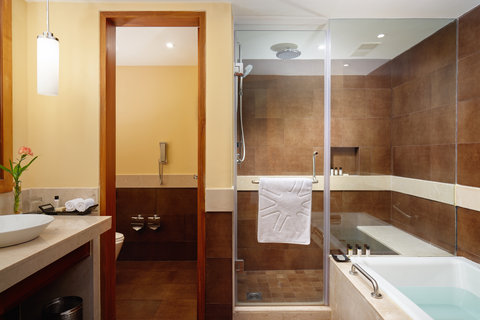 Vivanta by Taj Surya - Deluxe Allure Suite Bathroom Picture