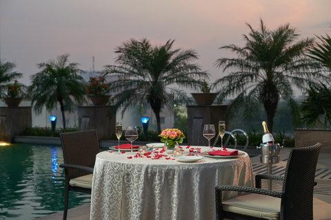 Vivanta by Taj Surya - SOW Poolside Restaurant