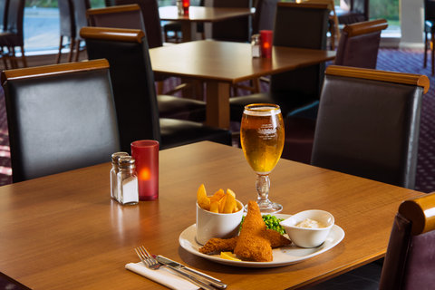 Holiday Inn Express CAMBRIDGE - Enjoy one of our tasty evening meals after your busy day