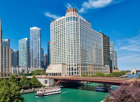 Sheraton Grand Chicago Hotel - Exterior Chicago River