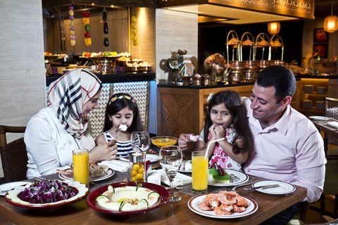 فندق كراون بلازا ديرة دبي - Spice Island Family
