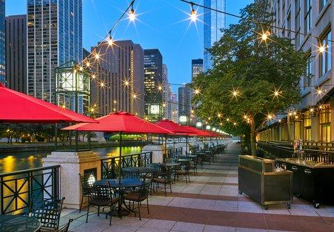 Sheraton Grand Chicago Hotel - Chicago Burger Company Patio