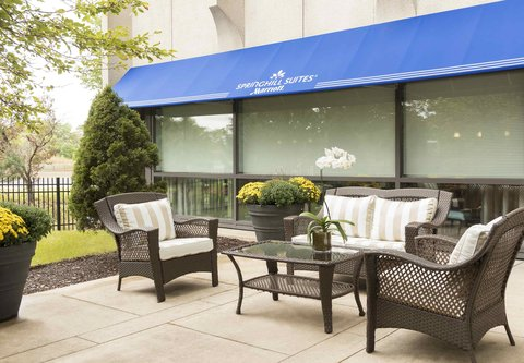 SpringHill Suites Chicago O'Hare - Outdoor Patio