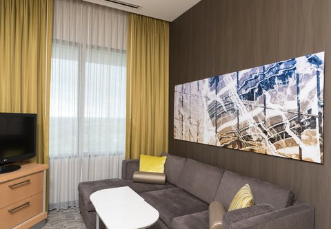SpringHill Suites Chicago O'Hare - Deluxe King Suite - Living Area