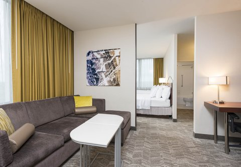 SpringHill Suites Chicago O'Hare - Corner Suite - Living Area