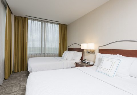 SpringHill Suites Chicago O'Hare - Corner Suite - Sleeping Area