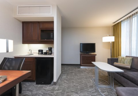 SpringHill Suites Chicago O'Hare - Suite Living Area