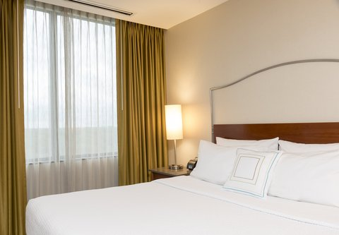 SpringHill Suites Chicago O'Hare - Suite - Sleeping Area