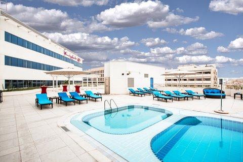 فندق كراون بلازا ديرة دبي - Swimming Pool