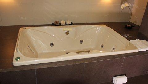 Crowne Plaza Tuxpan Hotel - Jacuzzi Suite