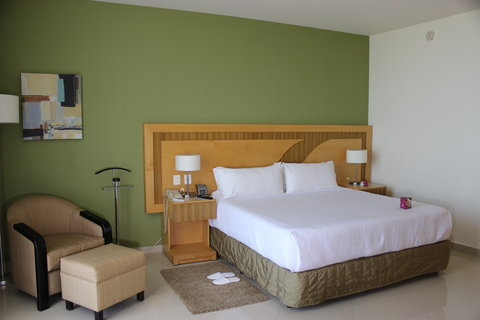 Crowne Plaza TUXPAN - Imperial Suite Bedroom