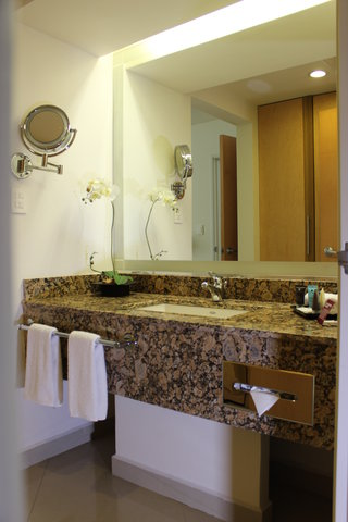 Crowne Plaza TUXPAN - Presidential suite bathroom amenities