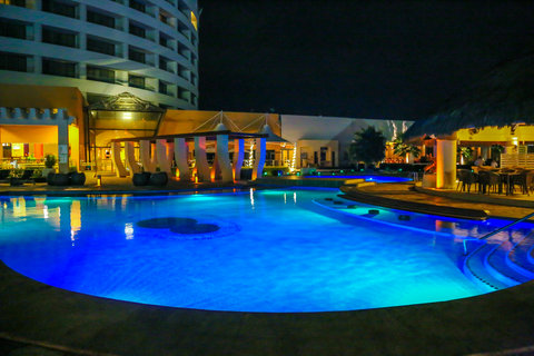 Crowne Plaza TUXPAN - Exterior Pool at night