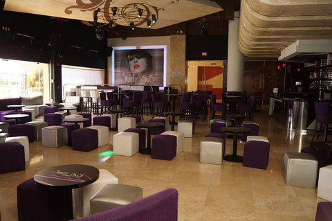 Crowne Plaza TUXPAN - Bar Suite 6 5