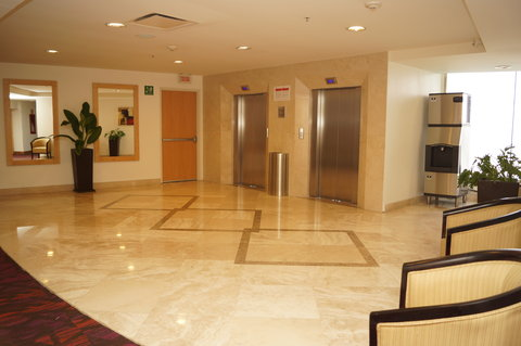 Crowne Plaza TUXPAN - Ice machine on second floor s lobby