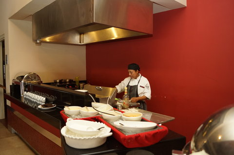 Crowne Plaza TUXPAN - Preparation during breakfast buffet
