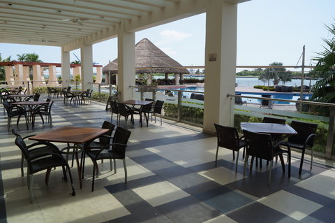 Crowne Plaza Tuxpan Hotel - Tambuc restaurant terrace