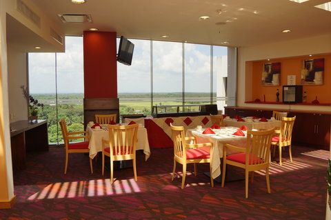 Crowne Plaza TUXPAN - Breakfast area on 7th floor