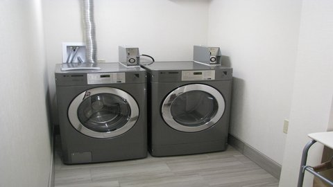 Holiday Inn CONCORD DOWNTOWN - Laundry Facility