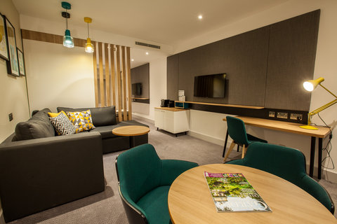Holiday Inn BIRMINGHAM CITY CENTRE - Junior Suite Lounge