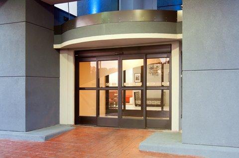 Holiday Inn Express & Suites NASHVILLE-I-40&I-24(SPENCE LN) - Entrance
