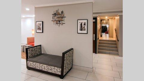 Holiday Inn Express & Suites NASHVILLE-I-40&I-24(SPENCE LN) - Hotel Lobby