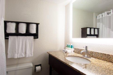 Holiday Inn Express & Suites NASHVILLE-I-40&I-24(SPENCE LN) - Guest Room