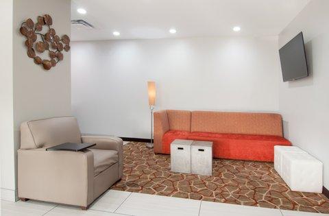 Holiday Inn Express & Suites NASHVILLE-I-40&I-24(SPENCE LN) - Lobby Seating